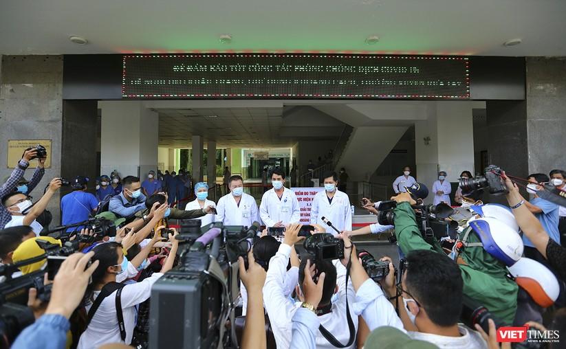Ảnh: Chính thức dỡ bỏ lệnh phong tỏa đối với Bệnh viện Đà Nẵng ảnh 9
