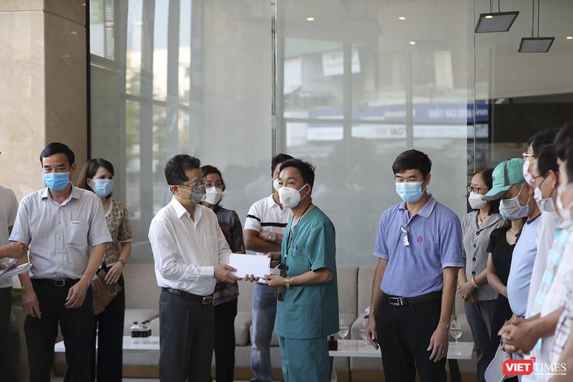 Ảnh: Đoàn bác sỹ tình nguyện Thừa Thiên Huế, Bình Định chia tay Đà Nẵng ảnh 4