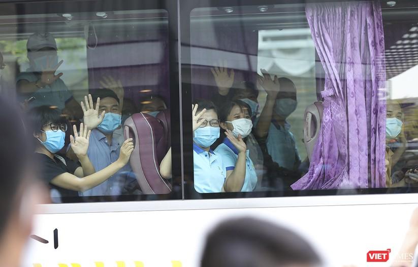 Ảnh: Đoàn bác sỹ tình nguyện Thừa Thiên Huế, Bình Định chia tay Đà Nẵng ảnh 11