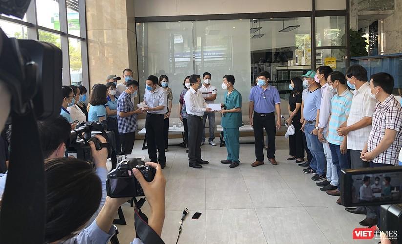 Ảnh: Đoàn bác sỹ tình nguyện Thừa Thiên Huế, Bình Định chia tay Đà Nẵng ảnh 3