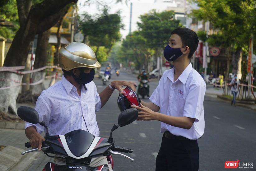 Kỳ thi tốt nghiệp THPT đợt 2: Gần 11.000 thí sinh ở Đà Nẵng bước vào môn thi đầu tiên ảnh 12