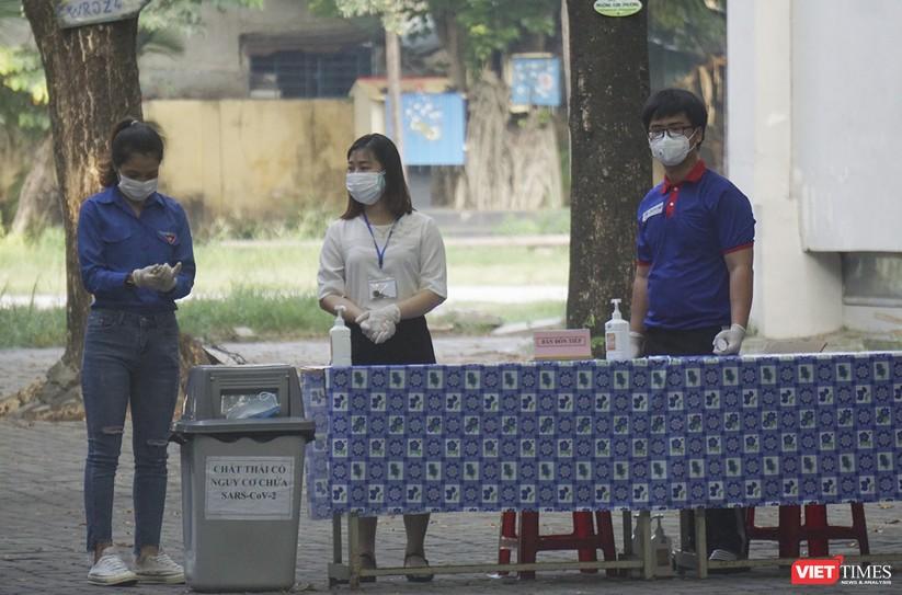 Kỳ thi tốt nghiệp THPT đợt 2: Gần 11.000 thí sinh ở Đà Nẵng bước vào môn thi đầu tiên ảnh 10