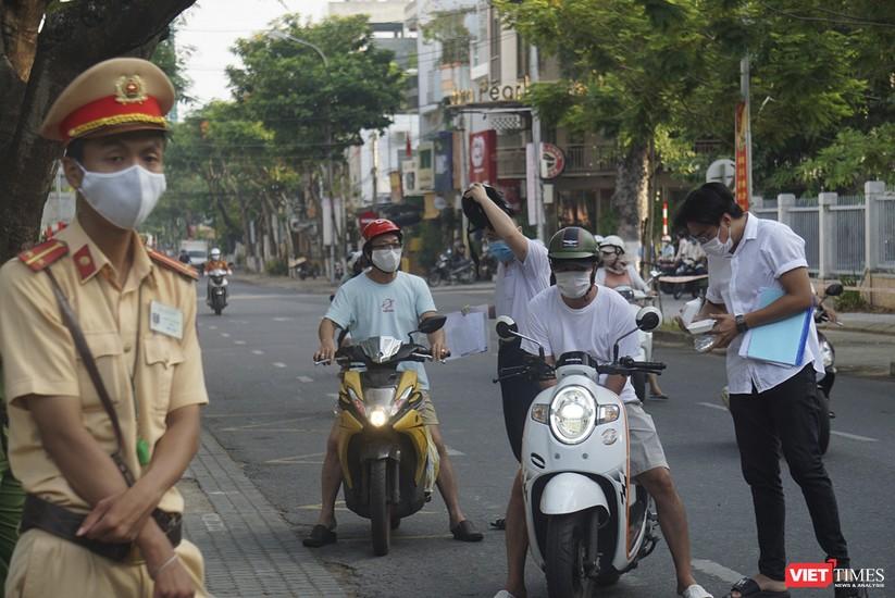 Kỳ thi tốt nghiệp THPT đợt 2: Gần 11.000 thí sinh ở Đà Nẵng bước vào môn thi đầu tiên ảnh 1