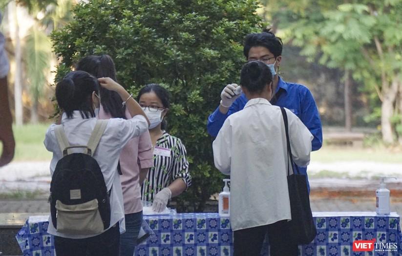 Kỳ thi tốt nghiệp THPT đợt 2: Gần 11.000 thí sinh ở Đà Nẵng bước vào môn thi đầu tiên ảnh 13