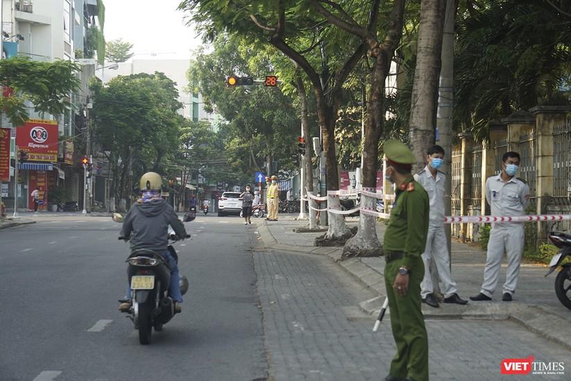 Kỳ thi tốt nghiệp THPT đợt 2: Gần 11.000 thí sinh ở Đà Nẵng bước vào môn thi đầu tiên ảnh 3