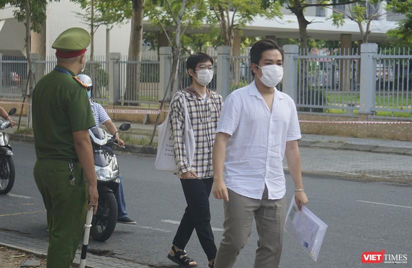 Kỳ thi tốt nghiệp THPT đợt 2: Gần 11.000 thí sinh ở Đà Nẵng bước vào môn thi đầu tiên ảnh 7