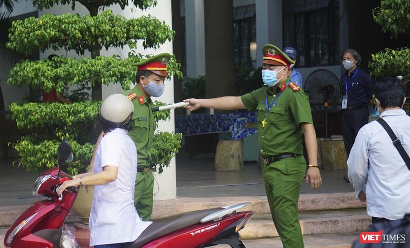 Kỳ thi tốt nghiệp THPT đợt 2: Gần 11.000 thí sinh ở Đà Nẵng bước vào môn thi đầu tiên ảnh 11