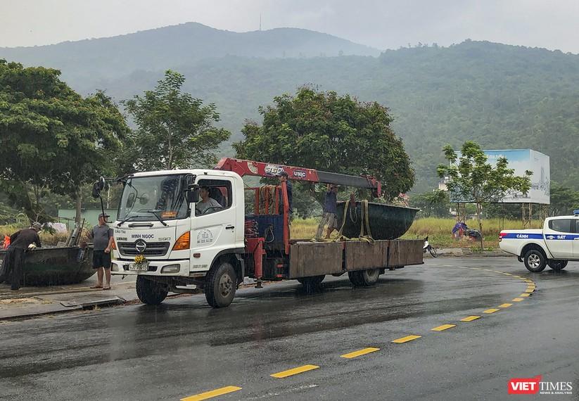 Bão số 5 cận kề, Đà Nẵng khẩn trương đưa tàu thuyền lên bờ tránh trú ảnh 7