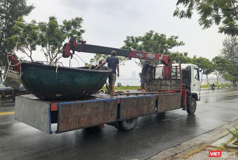 Bão số 5 cận kề, Đà Nẵng khẩn trương đưa tàu thuyền lên bờ tránh trú ảnh 9