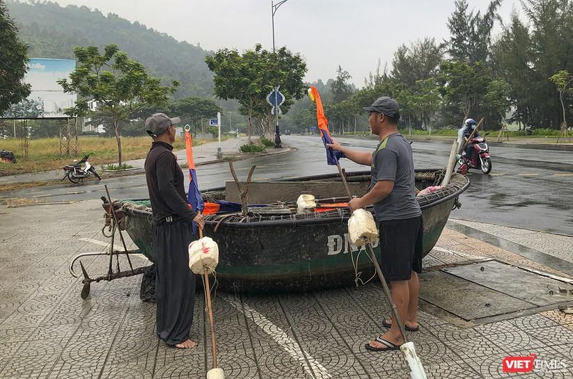 Bão số 5 cận kề, Đà Nẵng khẩn trương đưa tàu thuyền lên bờ tránh trú ảnh 8