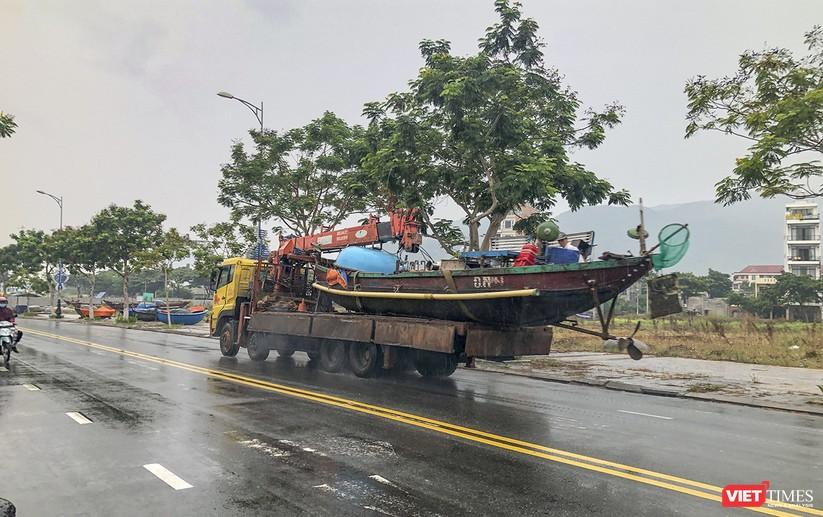 Bão số 5 cận kề, Đà Nẵng khẩn trương đưa tàu thuyền lên bờ tránh trú ảnh 20