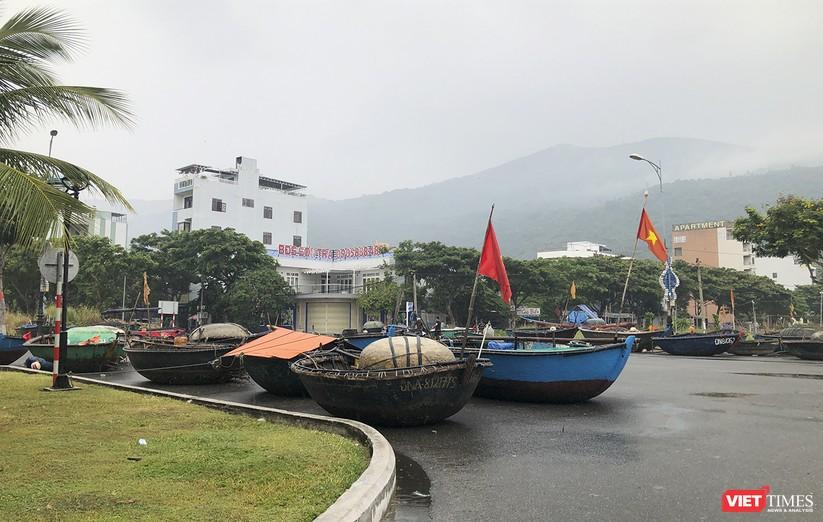 Bão số 5 cận kề, Đà Nẵng khẩn trương đưa tàu thuyền lên bờ tránh trú ảnh 15