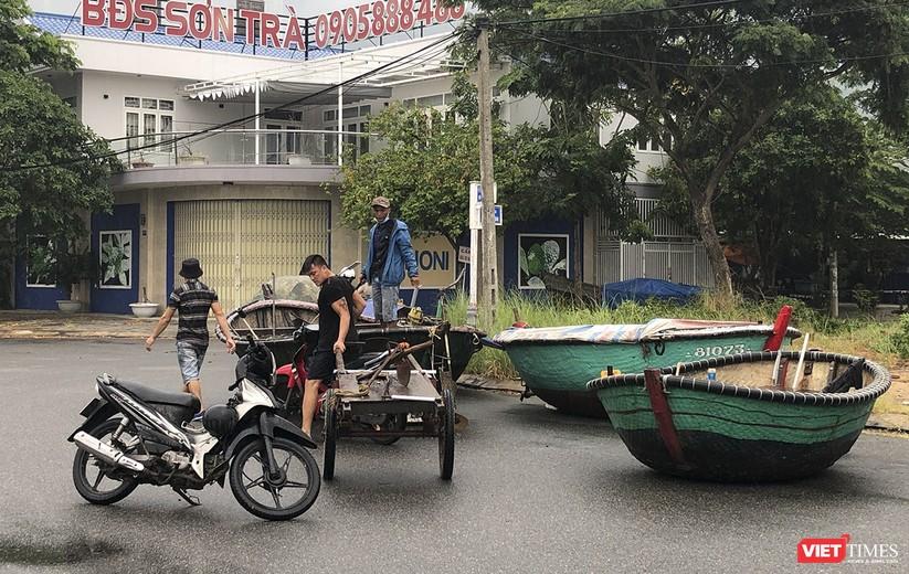 Bão số 5 cận kề, Đà Nẵng khẩn trương đưa tàu thuyền lên bờ tránh trú ảnh 11