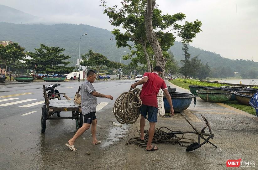 Bão số 5 cận kề, Đà Nẵng khẩn trương đưa tàu thuyền lên bờ tránh trú ảnh 19