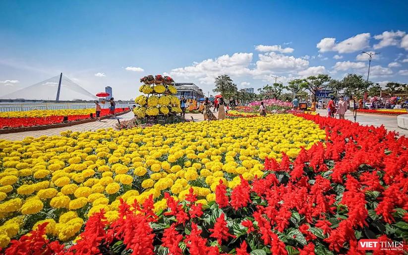 Ảnh: Đà Nẵng nắng đẹp, người dân đổ ra đường hoa đón xuân mới ảnh 3