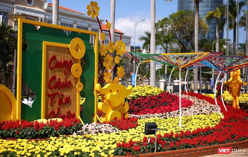 Ảnh: Đà Nẵng nắng đẹp, người dân đổ ra đường hoa đón xuân mới ảnh 13