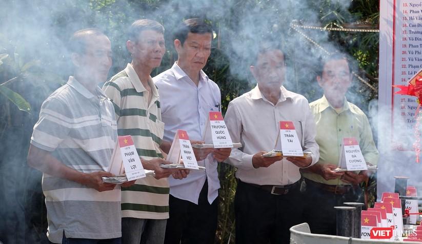 Ảnh: Xúc động lễ tưởng niệm 64 liệt sĩ Gạc Ma ở Đà Nẵng ảnh 12