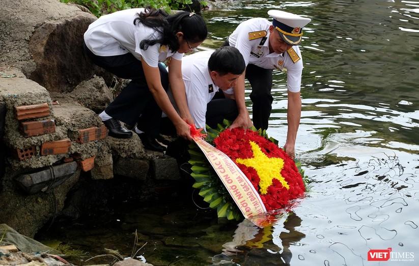Ảnh: Xúc động lễ tưởng niệm 64 liệt sĩ Gạc Ma ở Đà Nẵng ảnh 14