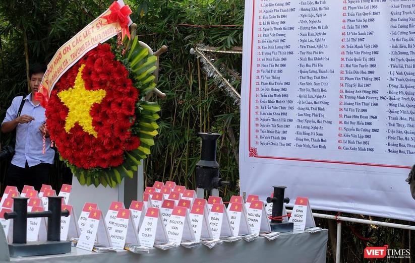 Ảnh: Xúc động lễ tưởng niệm 64 liệt sĩ Gạc Ma ở Đà Nẵng ảnh 3