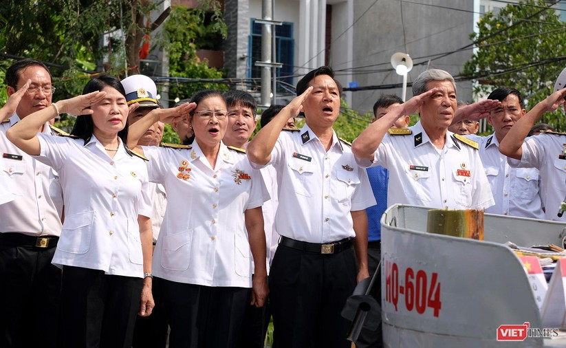 Ảnh: Xúc động lễ tưởng niệm 64 liệt sĩ Gạc Ma ở Đà Nẵng ảnh 8