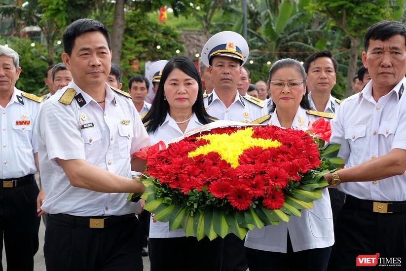 Ảnh: Xúc động lễ tưởng niệm 64 liệt sĩ Gạc Ma ở Đà Nẵng ảnh 11