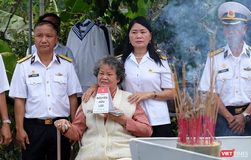 Ảnh: Xúc động lễ tưởng niệm 64 liệt sĩ Gạc Ma ở Đà Nẵng ảnh 13