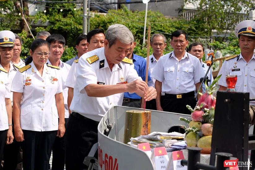 Ảnh: Xúc động lễ tưởng niệm 64 liệt sĩ Gạc Ma ở Đà Nẵng ảnh 6