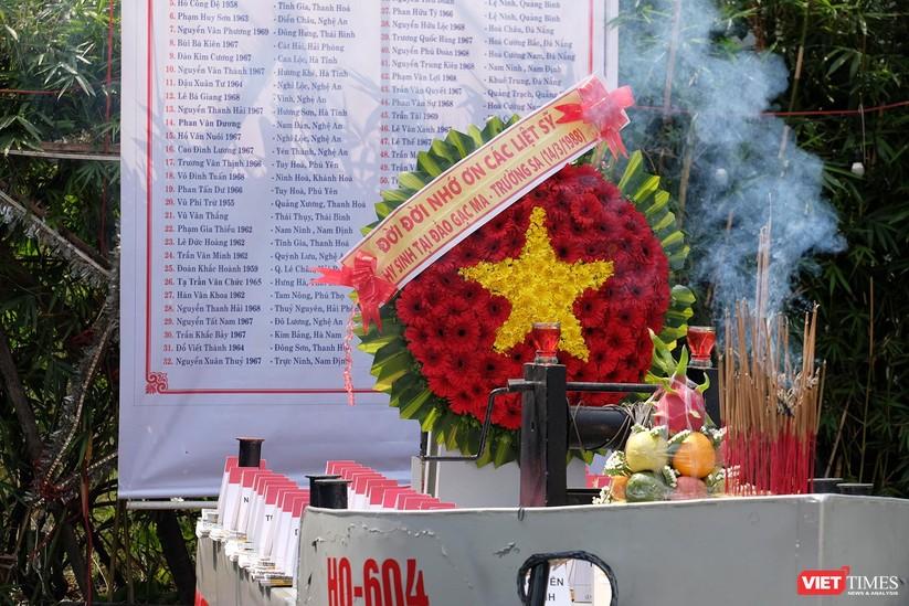 Ảnh: Xúc động lễ tưởng niệm 64 liệt sĩ Gạc Ma ở Đà Nẵng ảnh 7