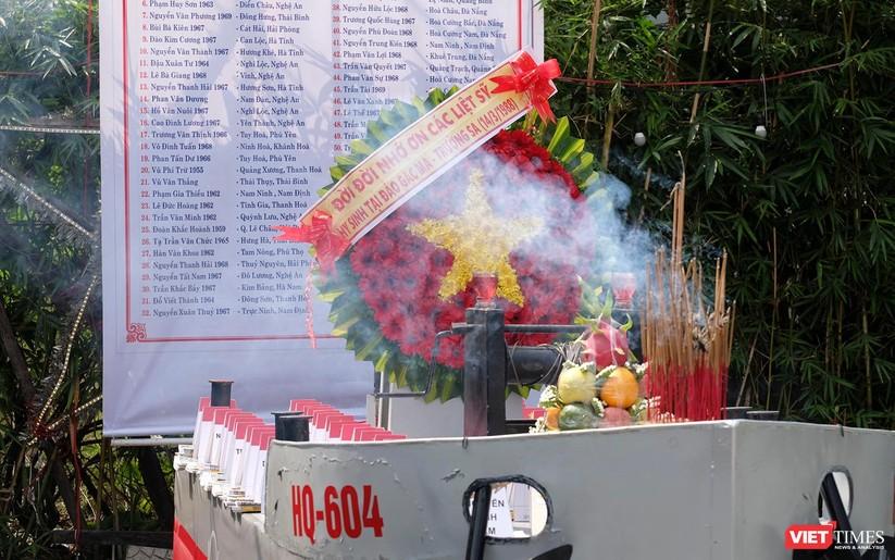 Ảnh: Xúc động lễ tưởng niệm 64 liệt sĩ Gạc Ma ở Đà Nẵng ảnh 1