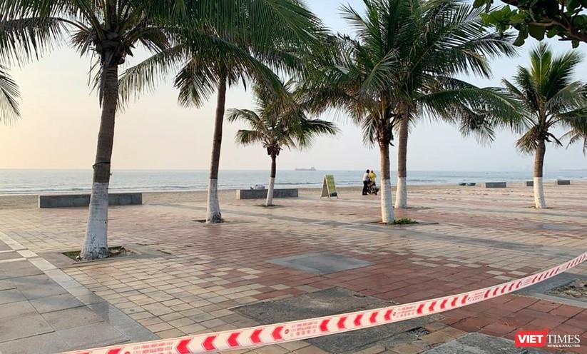 Ảnh: Biển Đà Nẵng vắng bóng người sau khi phát hiện ca mắc COVID-19 mới trong cộng đồng ảnh 6