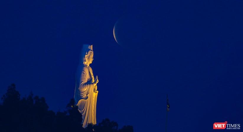 Ảnh: Ngắm nguyệt thực toàn phần trong ngày lễ Phật Đản ảnh 2