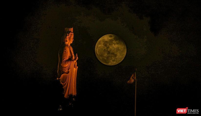 Ảnh: Ngắm nguyệt thực toàn phần trong ngày lễ Phật Đản ảnh 18