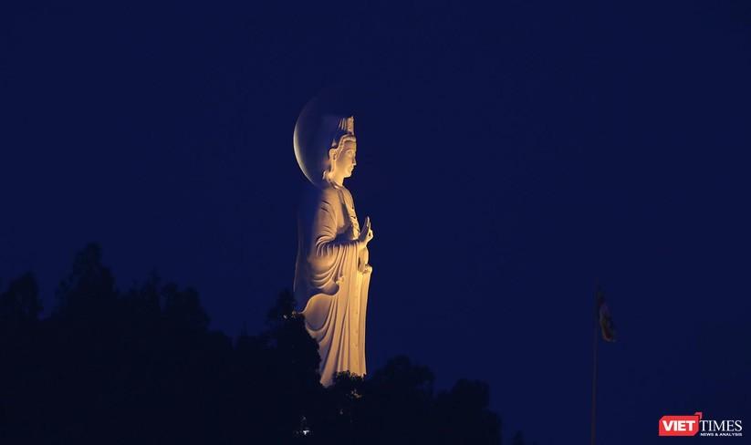 Ảnh: Ngắm nguyệt thực toàn phần trong ngày lễ Phật Đản ảnh 5