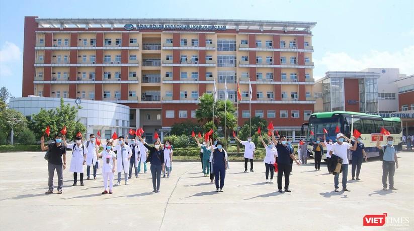 Ảnh: Đoàn y bác sĩ ở Quảng Nam lên đường hỗ trợ TP HCM chống dịch COVID-19 ảnh 2