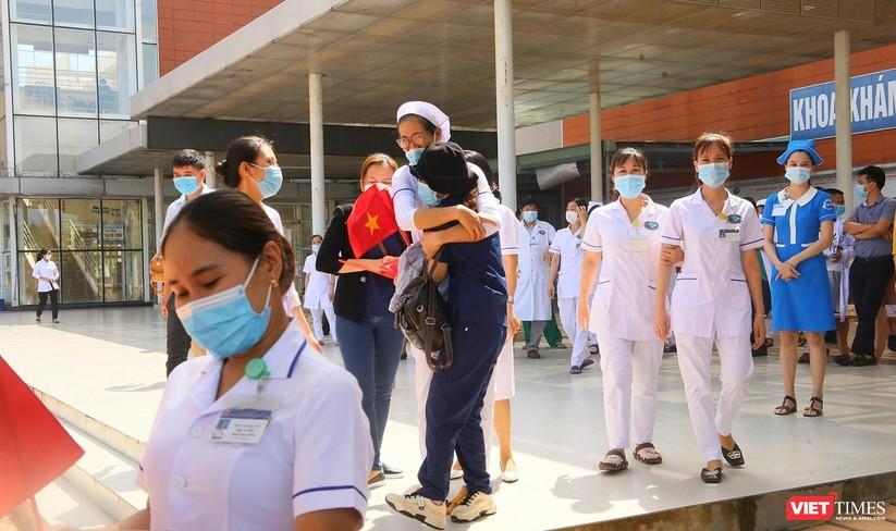 Ảnh: Đoàn y bác sĩ ở Quảng Nam lên đường hỗ trợ TP HCM chống dịch COVID-19 ảnh 3