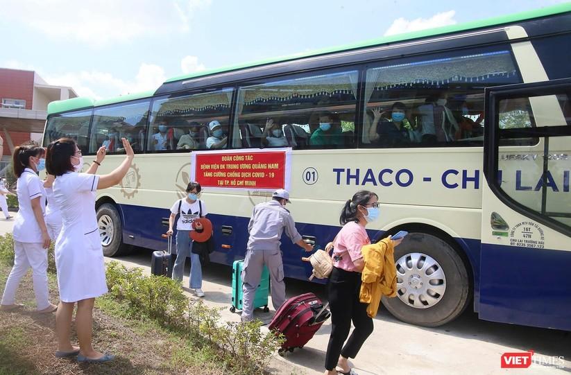 Ảnh: Đoàn y bác sĩ ở Quảng Nam lên đường hỗ trợ TP HCM chống dịch COVID-19 ảnh 6
