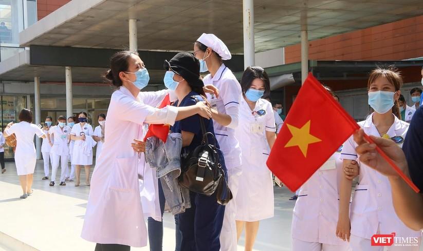 Ảnh: Đoàn y bác sĩ ở Quảng Nam lên đường hỗ trợ TP HCM chống dịch COVID-19 ảnh 4