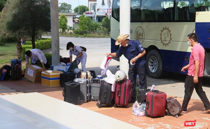 Ảnh: Đoàn y bác sĩ ở Quảng Nam lên đường hỗ trợ TP HCM chống dịch COVID-19 ảnh 5