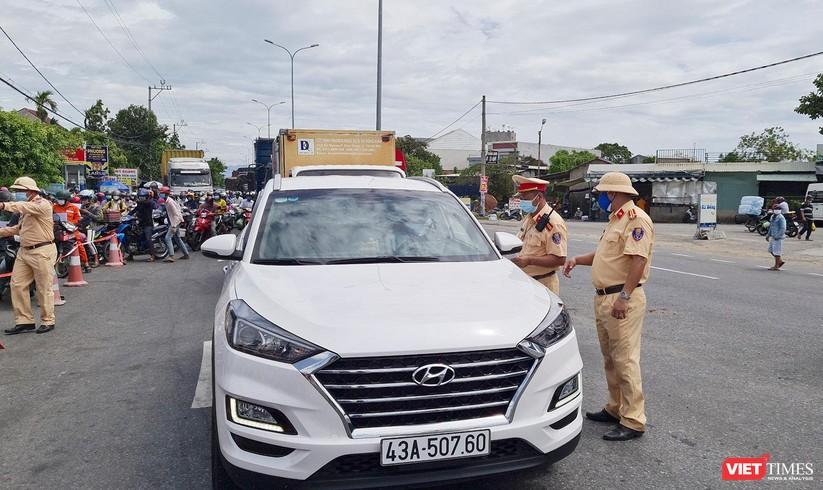 """Ảnh: Hàng ngàn người dân Quảng Nam hối hả rời Đà Nẵng trước giờ """"giới nghiêm"""" ảnh 2"""