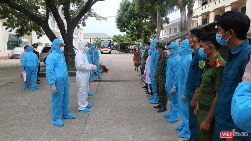 Quảng Nam: Chủ tịch UBND tỉnh đến khu cách ly thăm người dân được đón về từ TP HCM trở về ảnh 2