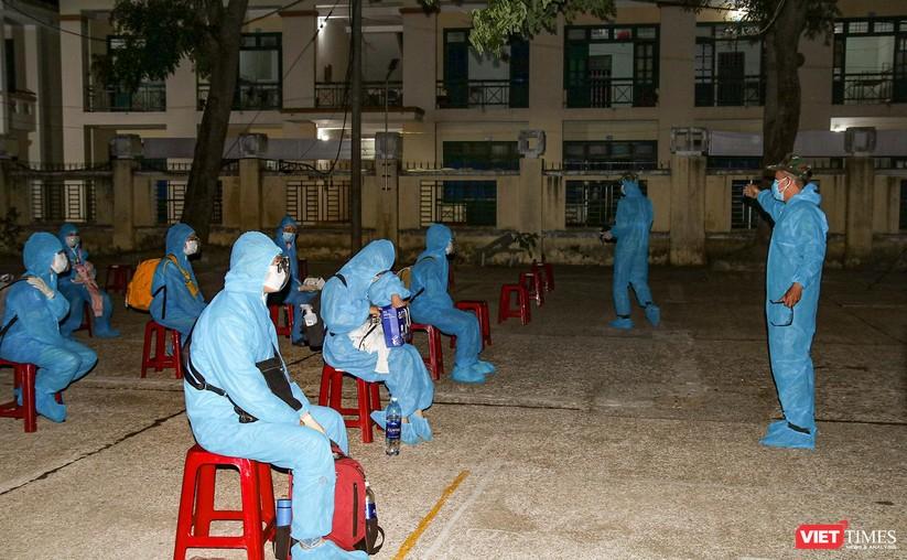 Đoàn xe chở công dân Quảng Nam từ TP HCM trở về quê an toàn ảnh 6