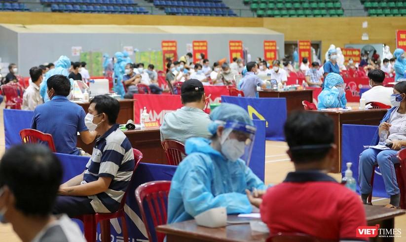 Ảnh: Đà Nẵng ngày đầu tiêm vaccine COVID-19 Spikevax trong cộng đồng ảnh 26