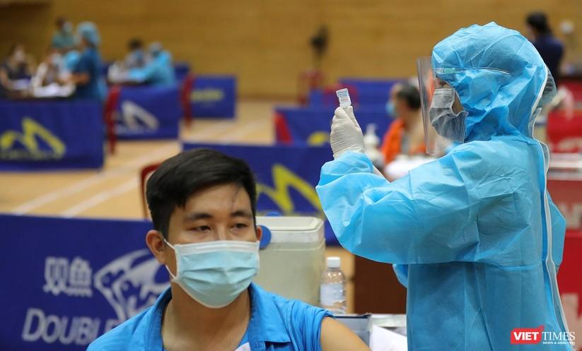 Ảnh: Đà Nẵng ngày đầu tiêm vaccine COVID-19 Spikevax trong cộng đồng ảnh 20