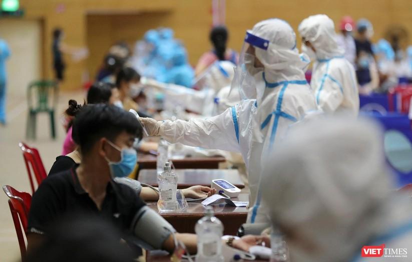 Ảnh: Đà Nẵng ngày đầu tiêm vaccine COVID-19 Spikevax trong cộng đồng ảnh 11