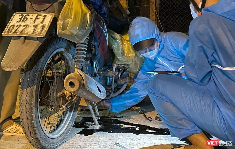 Ảnh: Đội sinh viên tình nguyện Đà Nẵng xuyên đêm tiếp sức người dân đi xe máy về quê tránh dịch ảnh 13