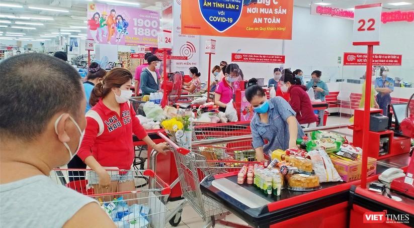"""Đà Nẵng: Người dân đổ xô """"vét sạch"""" siêu thị, sau thông tin TP có thể phong tỏa cứng trong 7 ngày ảnh 11"""