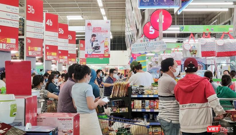 """Đà Nẵng: Người dân đổ xô """"vét sạch"""" siêu thị, sau thông tin TP có thể phong tỏa cứng trong 7 ngày ảnh 12"""