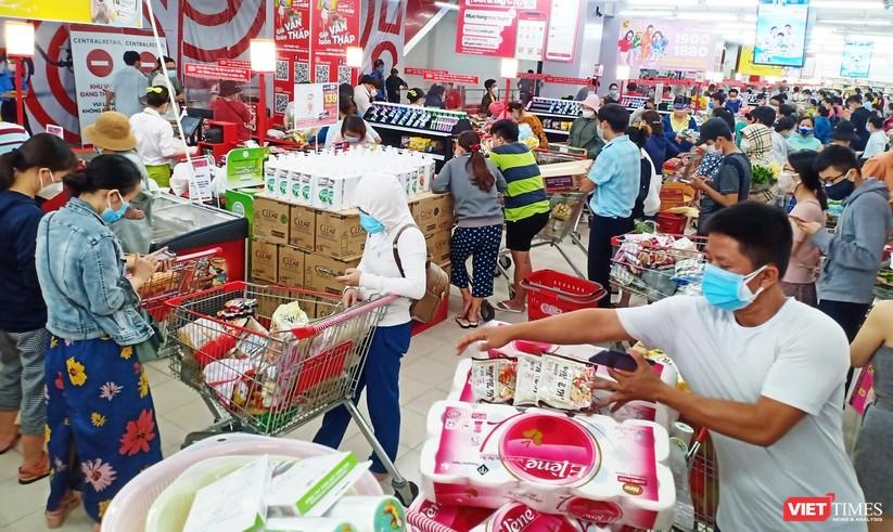 """Đà Nẵng: Người dân đổ xô """"vét sạch"""" siêu thị, sau thông tin TP có thể phong tỏa cứng trong 7 ngày ảnh 7"""