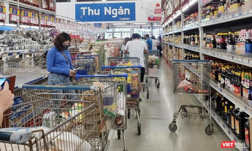 """Đà Nẵng: Người dân đổ xô """"vét sạch"""" siêu thị, sau thông tin TP có thể phong tỏa cứng trong 7 ngày ảnh 13"""