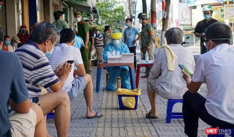 Ảnh: Đà Nẵng ngày đầu phong toả tuyệt đối toàn TP ra sao? ảnh 26